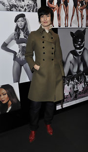 Erin O'Connor wore an olive green thigh-length double-breasted pea coat to the celebration of Naomi Campbell's 25-year career with Dolce and Gabbana.