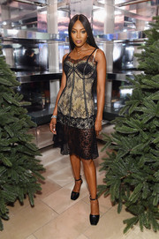 Naomi Campbell teamed her sultry dress with black ankle-strap pumps.