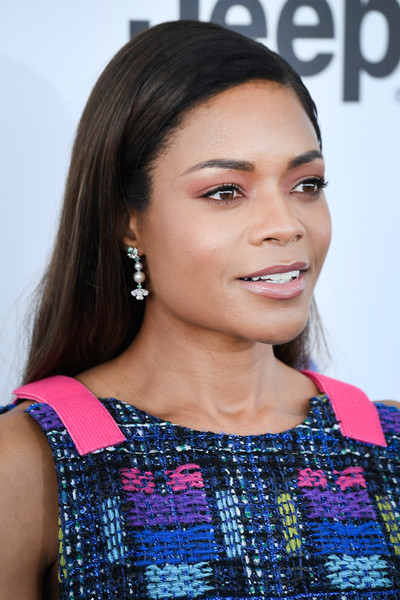 Naomie Harris Dangling Pearl Earrings