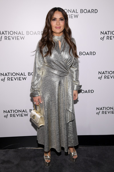 An ivory satin purse with a gold ring handle (also by Gucci) rounded out Salma Hayek's ensemble.