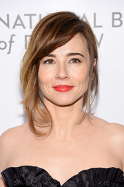 Linda Cardellini looked elegant at the National Board of Review Awards Gala wearing this loose ponytail with tendrils going down one side of her face.