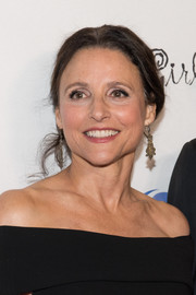 Julia Louis-Dreyfus kept it casual with this mildly messy updo at the Les Girls Cabaret.