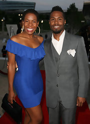 Andrea Kelly showed off her fabulous curves in a sexy blue off-the-shoulder dress.