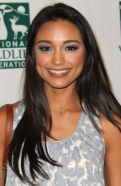 Rachel Smith paired her bronzed skin with lengthy false lashes that she lined with black eyeliner.