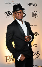 Ne-Yo showed off his classic fedora hat.