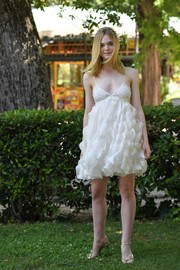 Elle Fanning chose a pair of gold evening sandals to complete her look.
