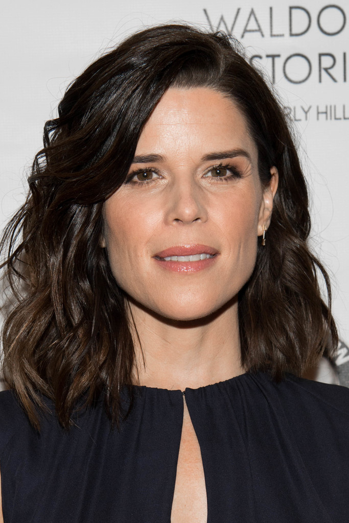 Neve Campbell Medium Wavy Cut Shoulder Length Hairstyles