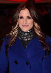 Bright blonde highlights illuminated Cassadee Pope's lush curls.