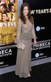 Jessica Biel expertly finished off her glam Valentino gown with a champagne frame clutch.