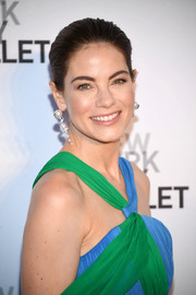Michelle Monaghan polished off her look with a pair of dangling pearl earrings by Tasaki Atelier x Prabal Gurung.
