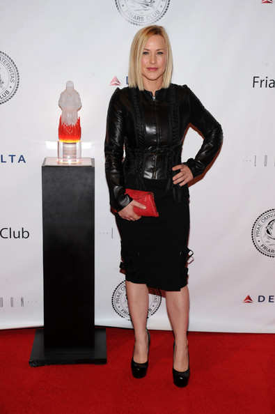 Patricia Arquette added flair to her all black red carpet look with a festive red clutch.