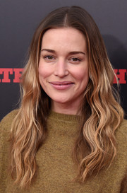 Piper Perabo left her ombre waves loose when she attended the New York premiere of 'The Hateful Eight.'