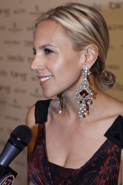 Designer Tory Burch showed off her stunning diamond earrings while hitting the White House Correspondents Dinner. Her sleek bun was a great fit for such stunning earrings.