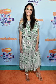 Jordana Brewster teamed her lovely dress with chunky-heeled cross-strap sandals.