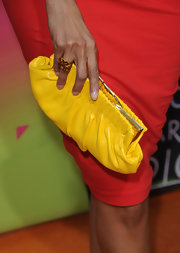 Her yellow clutch and heels coordinated flawlessly at the Kids' Choice Awards.