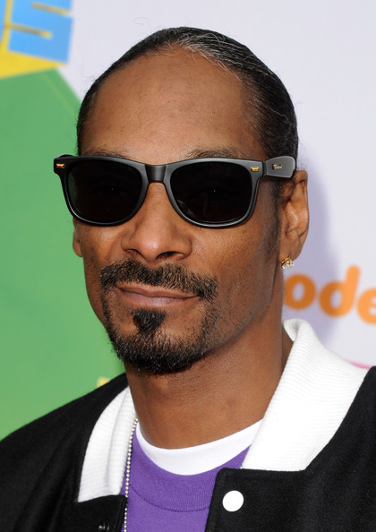 Snoop Dogg showed off his cool style at the 2011 Kids Choice Awards in matte black sunglasses.