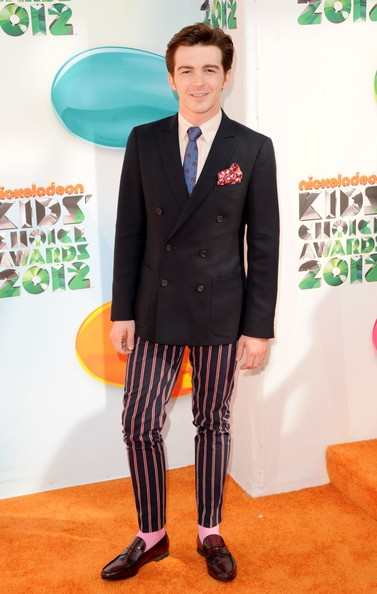 Drake Bell's loafers had cherry color undertones that really made them standout.