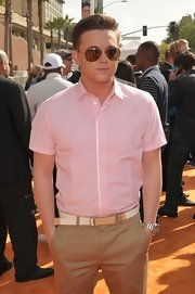 Jesse kept it cool on the orange carpet with this silver chronograph watch.