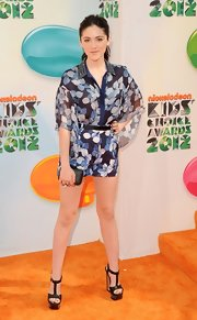 Isabelle Fuhrman paired her print shorts with this matching blouse at the Kids' Choice Awards.