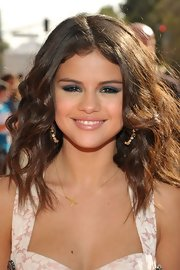 Selena Gomez wore her hair in long loose waves at the 2012 Kids' Choice Awards.