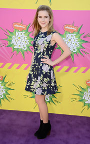 Kiernan Shipka chose this floral frock for her fun and flirty purple carpet look at the Kids' Choice Awards.