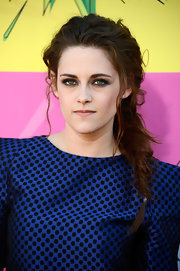 An electric blue shadow made Kristen Stewart's green eyes totally pop at the Kids' Choice Awards.