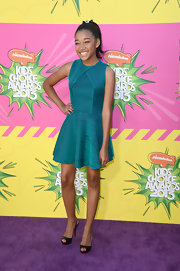 Amandia Stenberg chose a teal striped dress with a full skirt for her young and fun look at the Kids' Choice Awards.