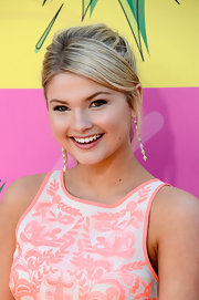A messy pony gave Stefanie Scott a young and fun vibe at the Kids' Choice Awards.