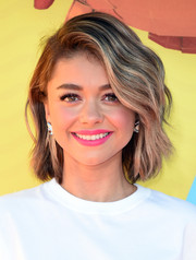 Sarah Hyland swiped on some pink lipstick for a blast of color to her white outfit.