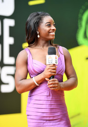 Simone Biles gave her outfit a bit of sparkle with a diamond bracelet when she attended the 2017 Nickelodeon Kids' Choice Sports Awards.