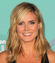 Heidi Klum wore an unexpected swipe of jade green liner paired with shimmering icy pink shadow at the Nickelodeon TeenNick HALO Awards.