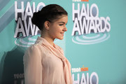 Ariel Winter wore a cute, classic bun with her flow-y peach dress at Nickelodeon's 2011 TeenNick HALO Awards.