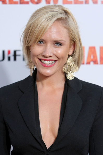 Nicky Whelan Bob [halloween ii,premiere of dimension films,hair,blond,hairstyle,chin,smile,layered hair,long hair,premiere,white-collar worker,official,arrivals,nicky whelan,grauman,california,hollywood,chinese theatre,dimension films,premiere]