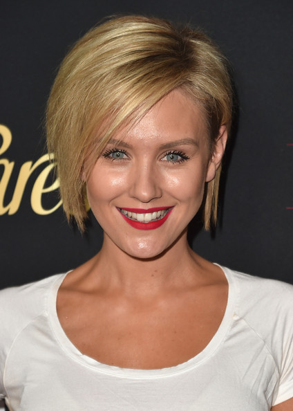 Nicky Whelan Graduated Bob [hair,face,hairstyle,blond,eyebrow,chin,lip,bangs,beauty,layered hair,nicky whelan,hollywood hot list,west hollywood,california,sunset tower hotel,party,party,latina magazine]