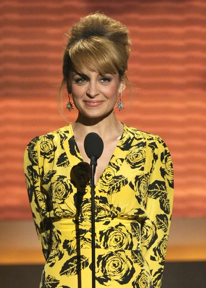 Nicole Richie Gold Dangle Earrings [hair,fashion,hairstyle,yellow,fashion design,lionel richie and friends - in concert - show,lionel richie,nicole richie,acm presents,las vegas,nevada,mgm grand garden arena,friends in concert,acm]