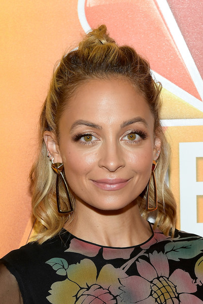Nicole Richie Half Up Half Down [hair,eyebrow,blond,beauty,hairstyle,human hair color,forehead,chin,eyelash,fashion model,arrivals,nicole richie,designer,hair,hairstyle,tv personality,nbc,press tour,summer tca tour,nbcuniversal summer tca press tour,nicole richie,great news,celebrity,nicole richie style,hollywood,reality television,house of harlow,tv personality]