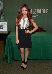 Nicole Polizzi finished off her look in edgy style with a pair of black ankle-cuff pumps.