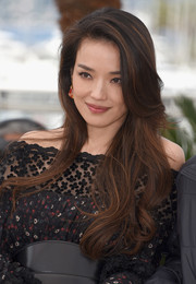 Shu Qi looked lovely with her long wavy hairstyle at the 'Nie Yinniang' photocall in Cannes.