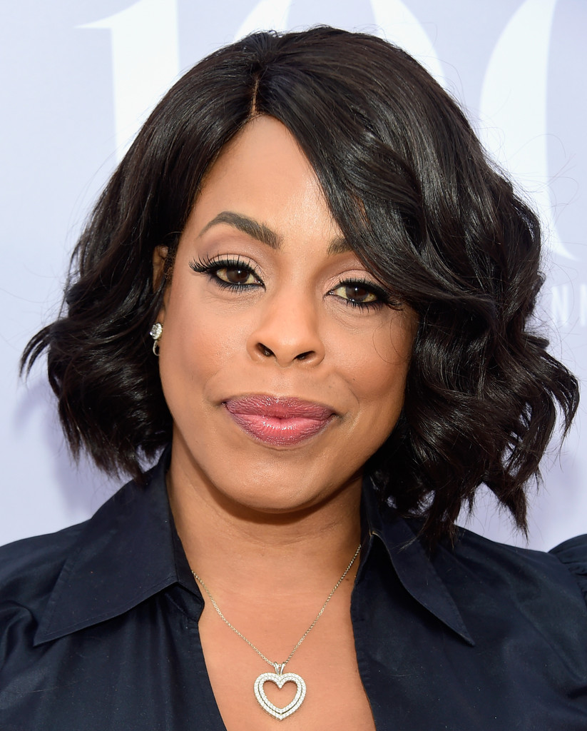 Niecy Nash Curled Out Bob Curled Out Bob Lookbook
