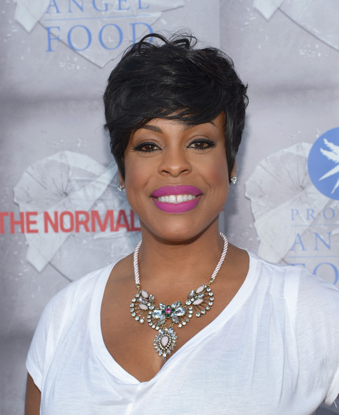 Niecy Nash Emo Bangs [the normal heart,hair,face,hairstyle,eyebrow,lip,black hair,beauty,skin,chin,forehead,arrivals,niecy nash,beverly hills,california,the writers guild theatre,hbo,premiere]