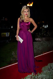 Katherine paired an exquisite purple gown with a glam silver satin clutch embellished with rhinestones.