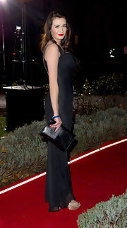 Peta Todd looked fab on the red carpet carrying a black patent leather clutch.