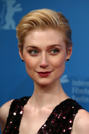 Elizabeth Debicki was fresh-faced at the Berlinale premiere of 'The Night Manager' wearing this short, brushed-back 'do.