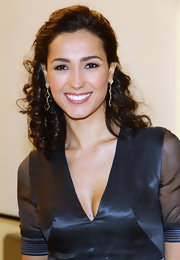 Caterina Balivo pinned her shoulder-length curls back in a half up hairstyle. Dangling gold earrings completed her flawless look.