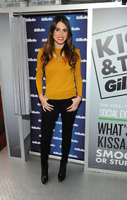 Nikki made her mustard yellow top pop against dark backdrop of black.
