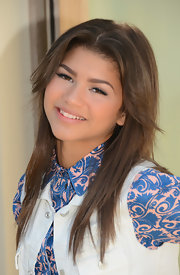 Zendaya's chocolate layers framed her face and gave her a very youthful look.