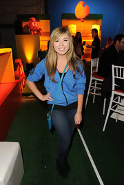 Jennette McCurdy looked cute and comfortable in a blue hooded sweatshirt at the launch of Super Mario 3D land.