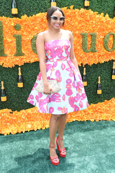 Alicia Quarles was bold with her colors, pairing her hot-pink and white dress with red platform M Missoni wedges.