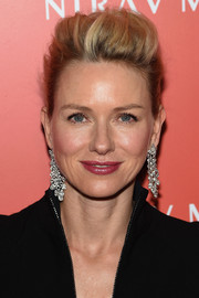 Nirav Modi diamond chandelier earrings elevated Naomi Watts' look to full-on glamour.