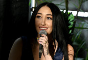 Noah Cyrus sports a cute heart tattoo on her left pinky finger.
